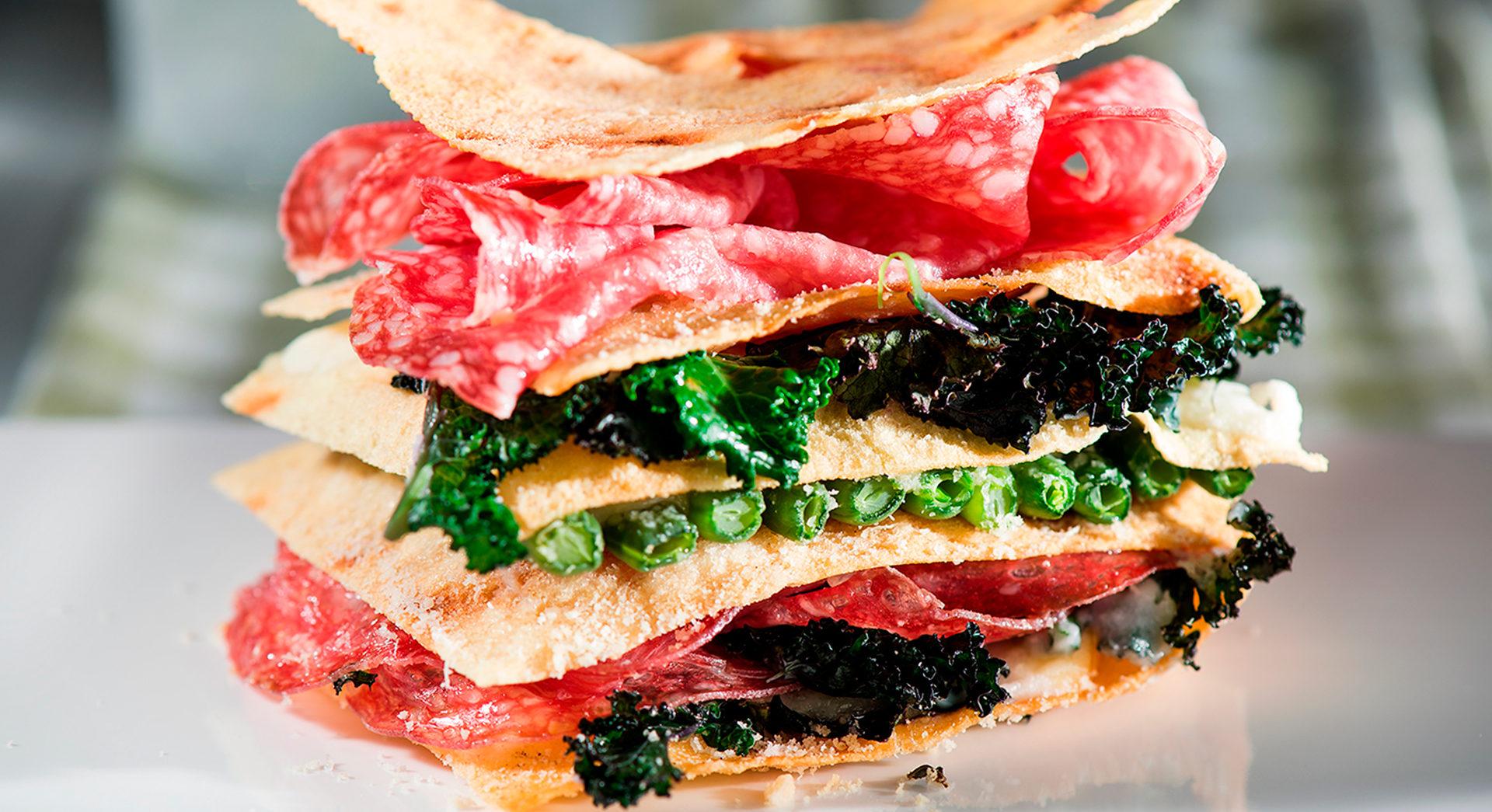 """Бутерброд """"Итальянская страсть"""" с сырокопченой колбасой """"Салямі"""""""