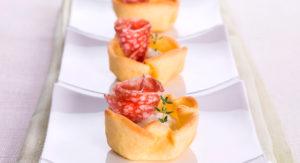 Тарталетки с сырокопченой колбасой. Рецепт